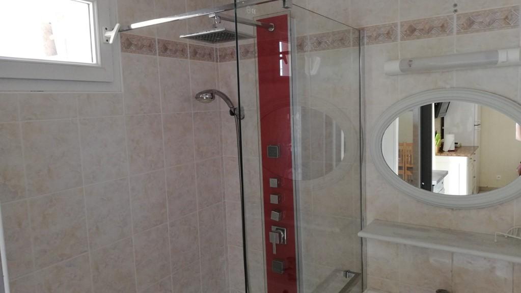 salle de bains du rez-de-chaussée